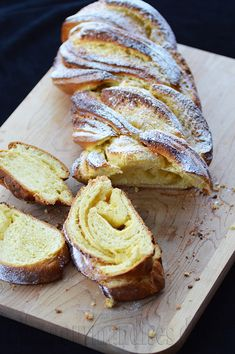 This brioche is a mixture of almond croissants and galette des rois in terms of taste. Baking Recipes, Cookie Recipes, Dessert Recipes, Scd Recipes, Czech Recipes, Cuban Recipes, Baking Ideas, Breakfast Muffins, Best Breakfast