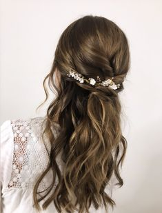 HALFUPDO ❤️ # Hair pieces for the wedding # Bridal hair # Wedding hair # Wedding hairstyles - - Half Updo, Half Up Half Down Hair, Fancy Hairstyles, Bride Hairstyles, Medium Hair Styles, Curly Hair Styles, Wedding Hair Pieces, Hair Wedding, Gold Wedding