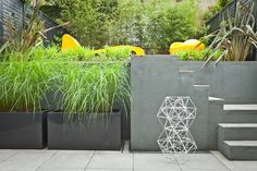 Modular create stylish terraced garden in London. - http://landarchs.com/stylish-terraced-garden-makes-small-space/