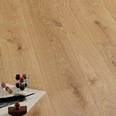 OAK WOOD FLOORING - Small Knots Oak European - brushed -rough effect varnished. / Parquet in Rovere nodino europeo. #CADORINGROUP engineered wood flooring