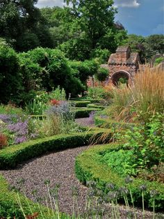 The garden at Fulham Palace, London. For over a thousand years the Bishops of London lived here until Study In London, London Live, Gardens Of The World, Garden Of Earthly Delights, Fire Pit Designs, London Places, Fulham, Garden Structures, English Countryside