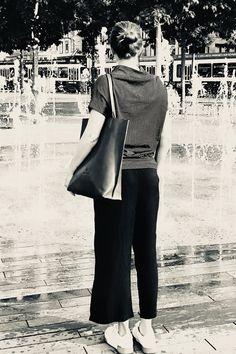 FREIFORM PURE Bag.  Tasche für immer und überall. Capri Pants, Pure Products, Chic, Style, Fashion, Main Hoon Na, Brown, Handbags, Capri Trousers