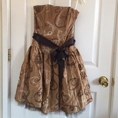 Jessica McClintock Dress Only worn once- great condition Jessica McClintock Dresses