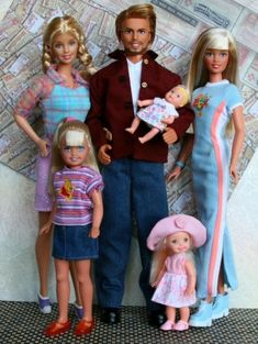 These are the Barbies I grew up with Barbie Et Ken, Barbie Kids, Barbie Top, Barbie Family, Barbie Diorama, Doll Clothes Barbie, Beautiful Barbie Dolls, Barbie World, Barbie Friends