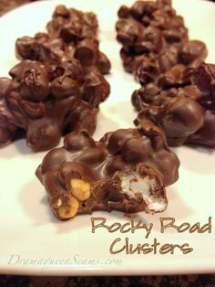 This is one of my families favorite treats to get during the holidays. Chocolate, marshmallows, and peanuts, what's not to love? ~How to make~ 3 cups Mini marshmallows 1 cup peanuts (I like coc. Recipes With Marshmallows, Chocolate Marshmallows, Chocolate Treats, Chocolate Peanuts, Chocolate Recipes, Rocky Road Fudge, Rocky Road Candy Recipe, Best Rocky Road Recipe, Rocky Road Cookies