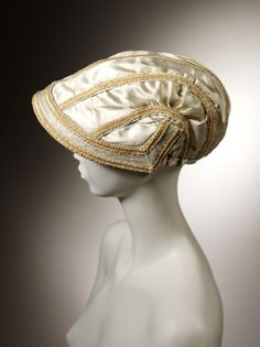 Capote Bonnet, 1805-1810 worn outdoors as evening headwear. Hair was generally scooped upwards.