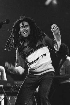 Bob Marley live at New Bingley Hall, Staffordshire, UK, June 22 1978 Bob Marley Legend, Reggae Bob Marley, Reggae Rasta, Reggae Music, Reggae Style, Eminem, Bruce Lee, Bob Music, Music Hits