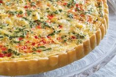 Chock full of crabmeat, bell pepper, parsley, and chives, this Crab and Gruyère Quiche is perfect for a light supper or an afternoon tea. Quiche Recipes, Brunch Recipes, Breakfast Recipes, Brunch Ideas, Casserole Recipes, Summer Recipes, Frittata, Crab Quiche, Gourmet