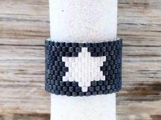 Bague perle Peyotering mat métallisé bleu avec White Star