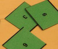 (1.-5.lk) Taikaneliö « OuLUMA – Pohjois-Suomen LUMA-toiminnan foorumi - Tässä pulmatehtävässä järjestään yhdeksän kortin luvut neliöksi siten, että kun kullakin rivillä ja sarakkeella olevat luvut lasketaan yhteen saadaan tulokseksi aina sama luku. Samoin tulisi tuo luku saada vastaukseksi vinottain kulmasta kulmaan olevien lukujen summista. Miten tehtävää voisi ratkaista vaihe vaiheelta? Maths, School