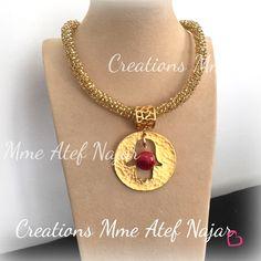 Collier cristal doré pendentif khomsa en cuivre plaqué or et agate rouge rubis #handmade #jewellery #tunifian #necklace #cristel #khomsa #agate #by #créationsmmeatefnajar