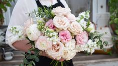 DIY Bridal Bouquet - Fast Step by step Instructions on how to DIY your bridal bouquet. Regular paced version with all the know-how on our website . Diy Wedding Bouquet, Diy Bouquet, Diy Wedding Flowers, Wedding Flower Arrangements, Bride Bouquets, Bridal Flowers, Bridesmaid Bouquet, Floral Bouquets, Floral Wedding