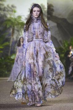 Fashion Friday: Elie Saab Haute Couture Spring/Summer 2016   http://brideandbreakfast.ph/2016/02/05/elie-saab-haute-couture-ss-2016/