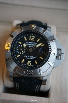 PuristSPro - I ve always found a diving watch w/ rotatable bezel to be the perfect watch that represents Panerai, a brand with such a strong association w/ military div Breitling Watches, G Shock, Luxury Watches For Men, Bracelet Designs, Casio Watch, Cool Watches, Cool Bands, Omega Watch, Diving Watch