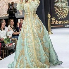 Moroccan Caftan, Photo Instagram, Beauty Makeup, Kaftans, Abayas, Photos, Formal Dresses, Womens Fashion, How To Wear