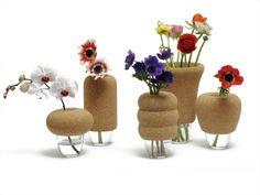 Der Frühling ist da! Liebevoll designte Vasen aus #Kork. Von Véronique Maire.