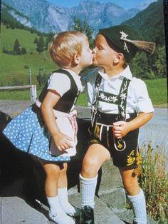 23日17時にミュンヘン空港に到着する予定だった母と玉置さん。けれども22日19時過ぎに国内電話で繋がった、私と玉置さん。「2時間待ったんだけど、あきちゃん来ないから、もしかしたら日時間違ったんじゃないかと思ってね。今ANAの人に携帯電話