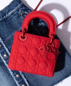 This Lady is on fire! via # - Dior Bag - Ideas of Dior Bag - This Lady is on fire! Luxury Purses, Luxury Bags, Luxury Handbags, Fashion Handbags, Purses And Handbags, Fashion Bags, Replica Handbags, Chanel Handbags, Style Fashion