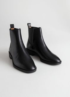 Chelsea Leather Boots - Black Leather - Chelseaboots - & Other Stories Black Leather Chelsea Boots, Black Leather Shoes, Black Boots, Leather Boots, Womens Chelsea Boots, Galaxy Converse, Style Grunge, Soft Grunge, Mode Outfits