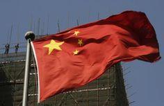 8月25日、世界の投資家は中国発の3つのリスクに開眼した。写真は中国の国旗。北京で2013年4月撮影(2015年 ロイター/Kim Kyung-Hoon)