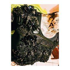 #details de criação #alinaamaral feita para @paulapraxedes #myjob #handmade #slowfashion #feitoamao #recycle #sustentabilidade #live #moda #embroidery #alagoas ♻️❤️