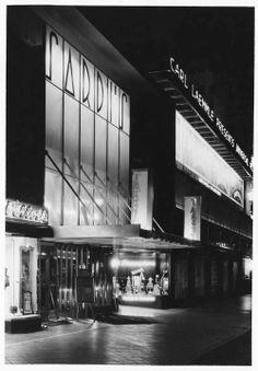 Sardi's restaurant at 6313 Hollywood Blvd, Los Angeles.  Circa 1935.