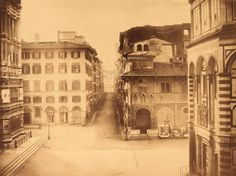 1900: Via Calzaiuoli. Sidewalks apart, it looked like today!)