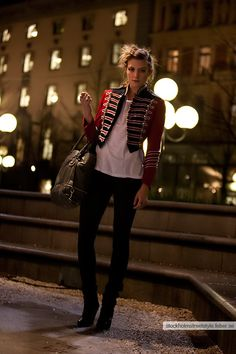 Popular Military Inspired Outfits Fashion Ideas For Women 16 Popular Military Inspired Fashion Trends For Women Military Chic, Military Style Jackets, Military Jacket Women, Navy Military, Military Inspired Fashion, Military Fashion, Military Outfits, Military Clothing, Militar Jacket