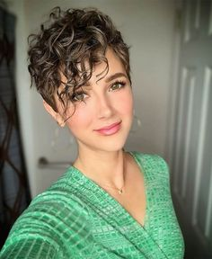 Haircuts for Women, Ideas for Short Hairstyles Short Haircuts for Women, Ideas for Short Hairstyles - - Short Hairstyles - Hairstyles Haircuts for Women, Ideas for Short Hairstyles - - Short Hairstyles - Hairstyles 2019 Short Hairstyles For Thick Hair, Short Pixie Haircuts, Curly Hair Cuts, Short Hair Cuts For Women, Short Curly Hair, Curled Hairstyles, Hairstyles Haircuts, Short Hair Styles, Simple Hairstyles