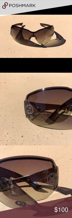 Gucci Sunglasses Black gradient Gucci Sunglasses Black gradient   Authentic Made in Italy Style & Code GG S1825/S/STRASS LEUMH 120 *condition*scratches all over**not visible worn* Black gradient plastic Gucci GG gem logo on both lenses Rimless No case, glasses only**  Thanks for poshing by👯 Gucci Accessories Glasses