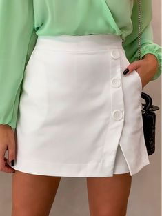 White Outfits, Cute Casual Outfits, Looks Com Short, Modelos Fashion, Pants Outfit, Patterned Shorts, Casual Looks, Designer Dresses, Mini Skirts