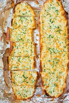 Garlic Cheesy Bread - It doesn't get much better then a warm slice of cheesy garlic bread straight from the oven. Perfect for dipping in marinara sauce or serving as a side to a Cheesy Garlic Bread, Garlic Cheese Bread, Garlic Bread In Oven, Homemade Garlic Bread, Healthy Garlic Bread, Food Videos, Love Food, Food To Make, Food Porn