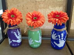Mothers Day vases Mason jars with acrylic paint Handprints of kids - Easy Crafts for All Kids Crafts, Diy Mother's Day Crafts, Mothers Day Crafts For Kids, Diy Mothers Day Gifts, Daycare Crafts, Baby Crafts, Spring Crafts, Holiday Crafts, Crafts To Make