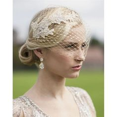 61.48$ Buy now - http://vimbs.justgood.pw/vig/item.php?t=7tl0td22738 - Metallic Gold French Netting Bandeau Bridal Veil with Champagne Lace Appliques