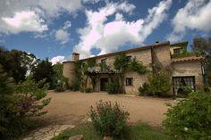 Jardins de l'Empordà es un magnífico paraje preparado para la celebración de bodas y eventos. Entre sus instalaciones, destacan los cuidados jardines que os brindarán la opción de una celebración al aire libre. Tanto el equipo humano como el espacio
