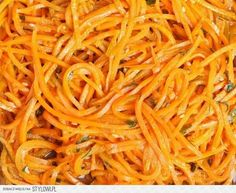 How to Make Butternut Squash Noodles W/Pumpkin Sauce Raw Food Recipes, Great Recipes, Healthy Recipes, Butternut Squash Noodle, Pumpkin Sauce, Plat Simple, Side Salad, Love Food, Food And Drink