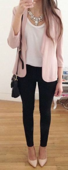 These professional outfits are the best cute outfits! Women Business Attire, Summer Business Outfits, Business Casual Outfits For Women, Office Attire Women Professional Outfits, Casual Outfits For Work Office Wear, Spring Outfit For Work, Winter Business Casual, Professional Clothing, Simple Office Outfit