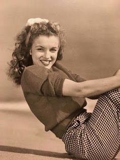 Marilyn Monroe / Norma Jeane by Andre DeDienes Joven Marilyn Monroe, Marilyn Monroe Cuadros, Fotos Marilyn Monroe, Young Marilyn Monroe, Norma Jean Marilyn Monroe, Divas, Classic Hollywood, Old Hollywood, Jenifer Lawrence