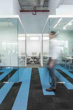 Oficinas Administrativas Motorola Mobility (Motorola) #smalloffice #commercialspaces #commercialinteriors #design #flooring