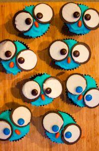 http://www.eatmorechocolate.com/blog/2015/02/owl-cupcakes/