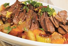 Beef braised in tomatoes and red wine Mets, Pot Pie, Pot Roast, Beef Recipes, Great Recipes, Red Wine, Dinner, Cooking, Healthy