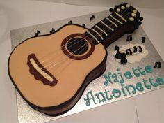 Guitar cake by Lyn