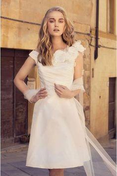 A-linie Schenkellange Schlichte Brautkleider aus Satin mit Blumen