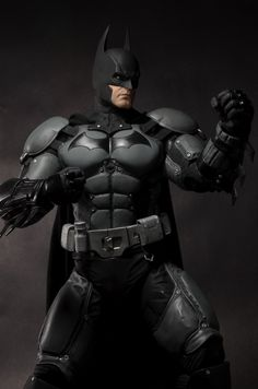 NECA's 1/4 Scale 'Arkham Origins' Batman Figure Is Beefy