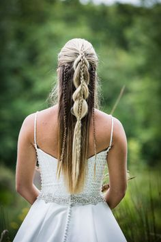 Considering a Viking wedding theme? Take a look at this styled shoot which features beautiful details inspired by the Viking age. Click the link to view the full photo shoot! Bridal Hairstyles With Braids, Bride Hairstyles, Viking Hairstyles, Ivar Vikings, Nordic Wedding, Viking Braids, Handfasting, Lagertha, Wedding Shoot