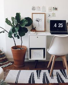 Decorating Your Office Ficus, Workspace Inspiration, Home Decor Inspiration, Hurry Home, Home Office Decor, Office Table, Bedroom Office, Office Ideas, Workspace Design