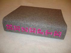 Bucheinband aus Wollfilz mit Stickwunsch