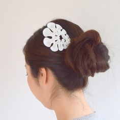 meander hair comb.