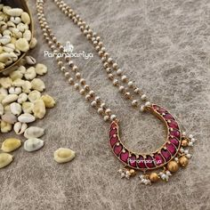 Simple and Stylish Necklace Long Pearl Necklaces, Gold Pearl Necklace, Antique Necklace, Pearl Necklace Designs, Antique Jewelry, Gold Jewelry Simple, Simple Necklace, Gold Jewellery Design, Indian Jewelry