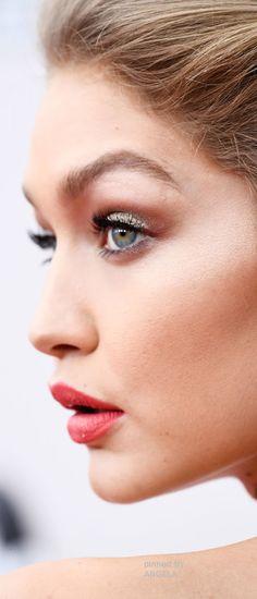 Gigi Hadid   American Music Awards   Angela
